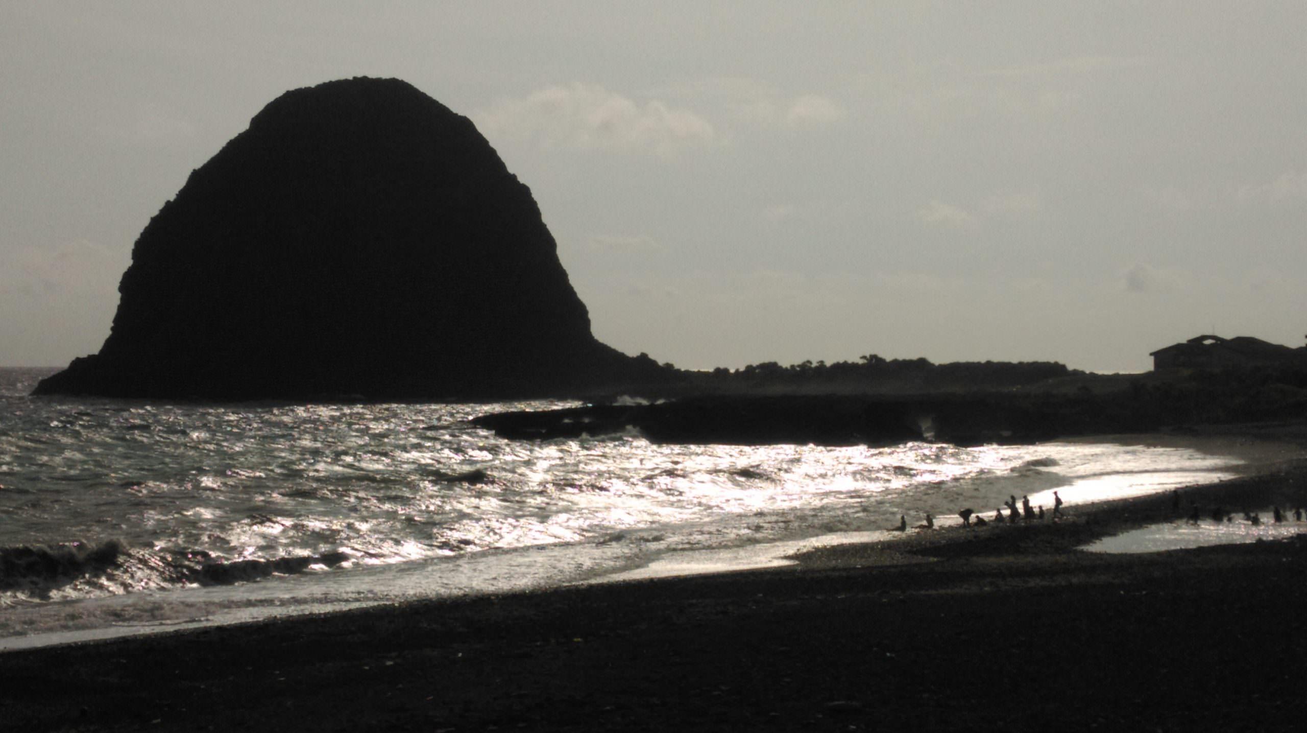 饅頭岩,蘭嶼旅遊,蘭嶼潛水,蘭嶼自由行,蘭嶼景點,飛魚祭,拼板舟