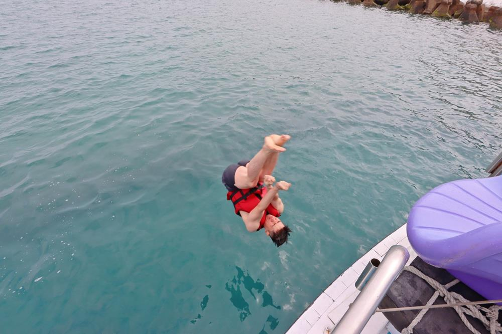 澎湖東海跳島,澎湖東海半日遊,海上溜滑梯,船上滑水道,澎湖水上活動,澎湖東海一日遊